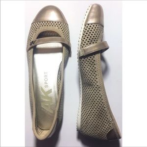 Anne Klein Sport Slip Ons Flats Tan Shoes Size 6